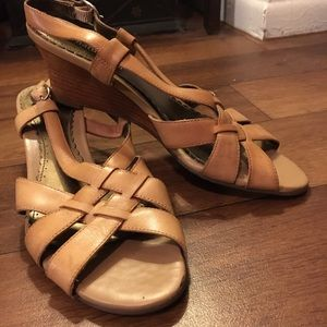 Naturalizer Tan Sandals